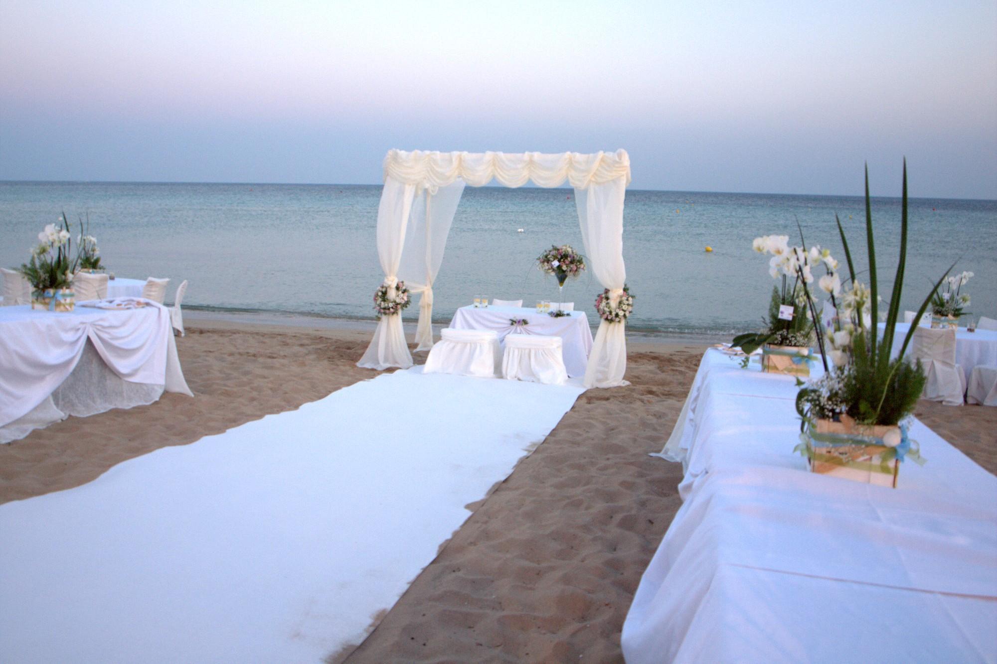 Matrimonio In Spiaggia Immagini : Mondragone dà il via ai matrimoni in spiaggia u clarus