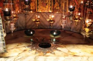 La stella a 12 punte, nella parte inferiore della Basilica della Natività, indica il punto in cui è nato Gesù