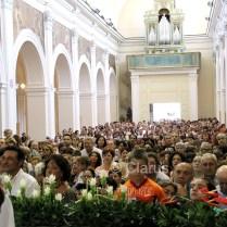 """Numerosi gli alifani che ogni 1 agosto affollano la Cattedrale per vedere San Sisto """"salire"""" e venire esposto sull'altare maggiore alla venerazione del popolo"""