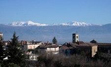 Veduta del Matese innevato dal borgo San Nicola ad Alvignano
