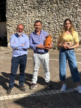 Con i protagonisti della trasmissione anche il sindaco di Castel di Sasso, Antonio D'Avino, che ha accolto con grande disponibilità ed entusiasmo - nonchè onore - la presenza della troupe televisiva di Sky e i conduttori del programma