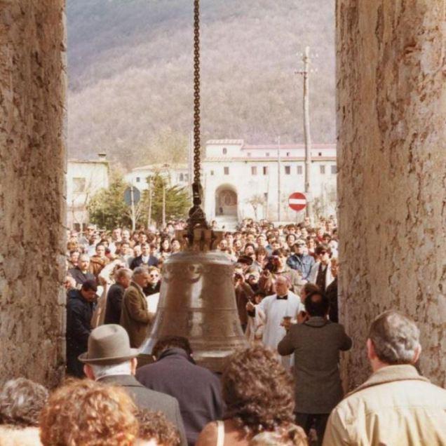 La benedizine e collocazione della campana del campanile di Santa Maria Occorrevole