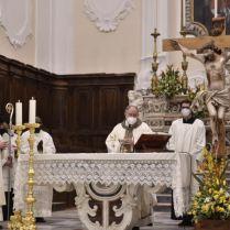 La sera di Pasqua, Mons. Cirulli ha celebrato nella Concattedrale di Caiazzo. Foto Rossano Orchitano