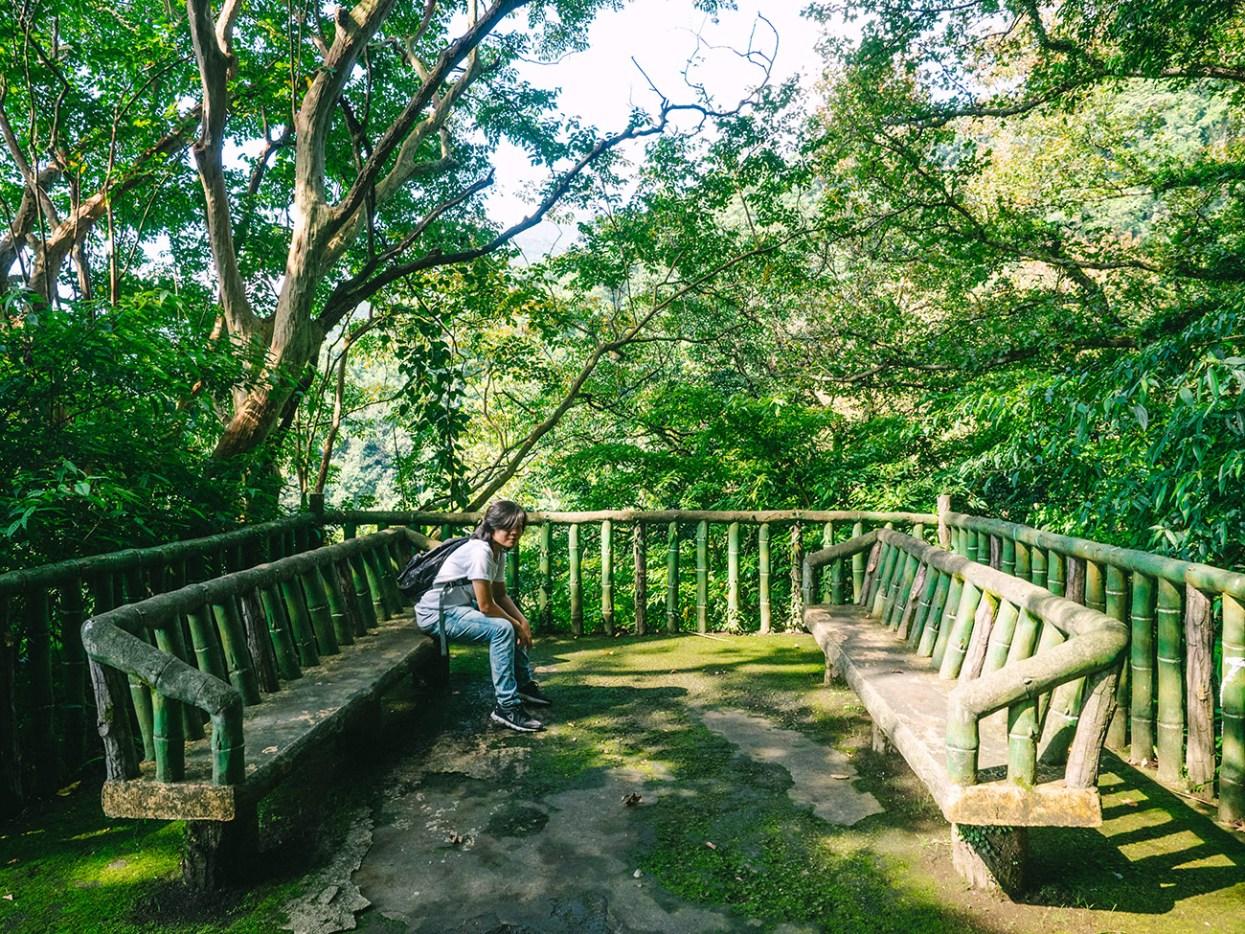 Yangmingshan - Wooden seating area