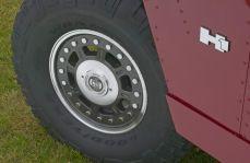 El H1 Alpha 2006 es el primero de la nueva serie de vehículos HUMMER de altas prestaciones en incorporar un motor diesel Duramax 6600 de GM y supone la mayor innovación en los 14 años de historia del HUMMER original.