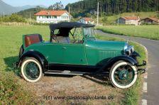 En todo caso los tapizados, los tonos utilizados en la pintura y los cromados que presenta nuestro ejemplar se corresponden con los utilizados por Ford durante aquellos años.