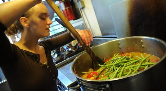 Gătitul crește valorile nutriţionale ale unor legume