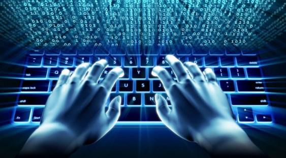 Românii petrec aproape 280 de minute zilnic pe internet