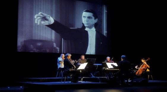 """Philip Glass și Kronos Quartet – în premieră, în România, cu spectacolul """"Dracula – muzica și filmul"""""""