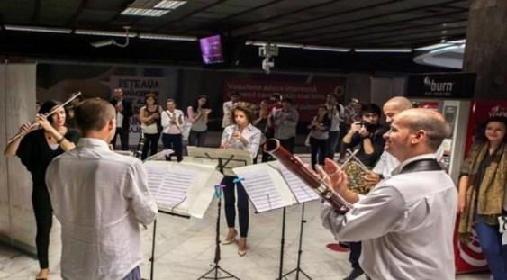 Muzica clasică la metrou: Artişti talentaţi vor susţine concerte pe peron, în perioada 18-22 aprilie