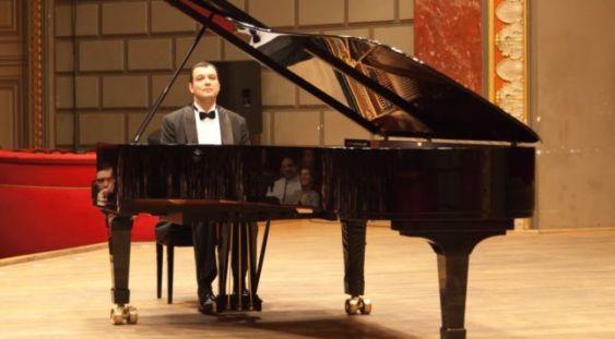 """""""Poveştile vieneze"""" ale pianistului Nicolae Dumitru vor răsuna la Teatrul Act şi la Ateneul Român"""