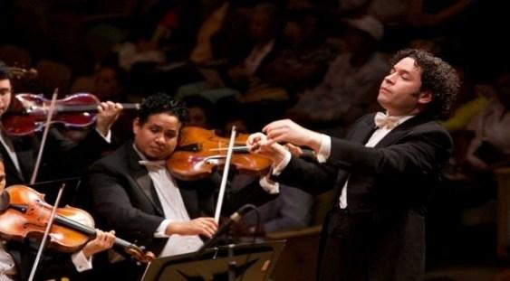 Gustavo Dudamel, cel mai tânăr dirijor al Concertului de Anul Nou, a făcut senzaţie la Viena
