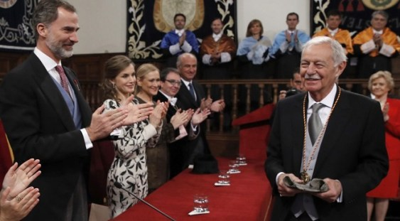 Regele Felipe al VI-lea i-a decernat premiul Cervantes scriitorului spaniol Eduardo Mendoza