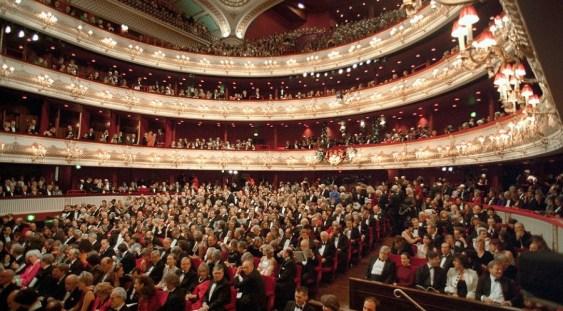Royal Opera House va oferi bilete la preț redus spectatorilor ce vor sta în picioare sau pe jos