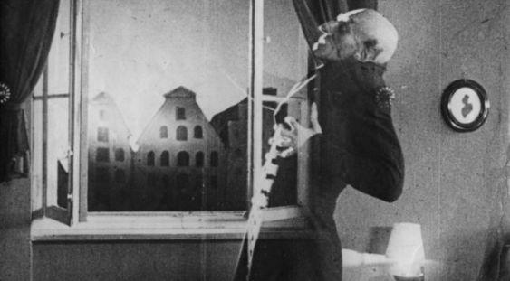 """Două ecranizări ale cărţii """"Dracula"""", proiectate la MNAR"""