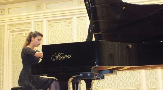 Tânăra pianistă Fabiola Ioniţă, în Stagiunea de marţi seară