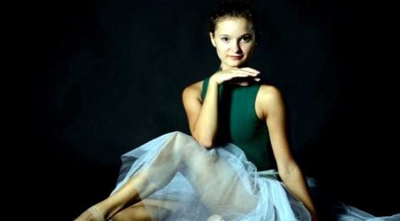 """Balerina Francesca Velicu, premiată pentru """"performanţă remarcabilă în dans"""", la Gala Premiilor Olivier"""
