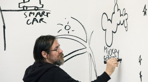 Artistul vizual Dan Perjovschi: Europa tolerantă la care am visat se îngustează un pic