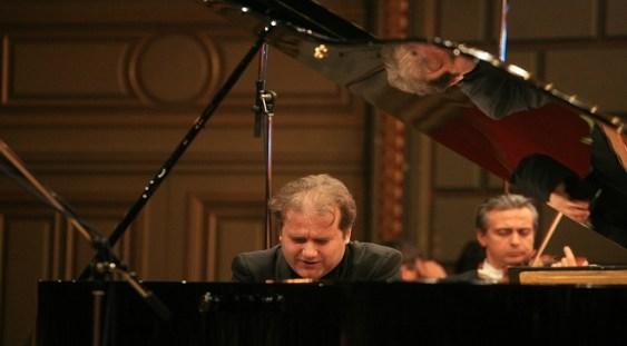 Pianistul Josu de Solaun va interpreta Concertul nr.5 de Saint-Saëns, în premieră la Oradea
