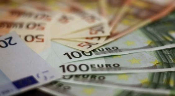 Analiştii CFA estimează că euro va depăşi pragul de 4,84 lei în următoarele 12 luni