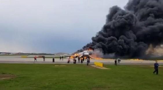 VIDEO | Tragedia aviatică din Rusia: Avionul Suhoi a aterizat de urgență cu rezervoarele pline
