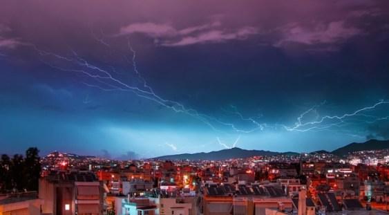 Furtună puternică în Grecia: O femeie şi un băiat de 8 ani din România au murit în zona Halkidiki