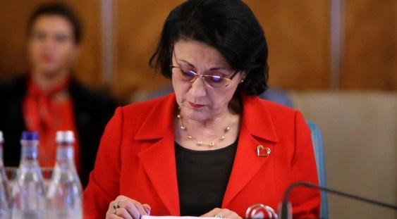 Ecaterina Andronescu, ministrul Educației, a fost demisă de Premier