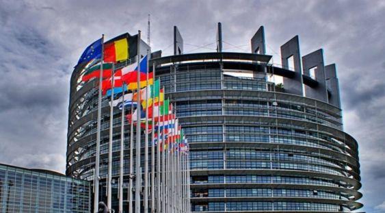 UE nu introduce deocamdată pașapoarte de vaccinare și menține granițele deschise