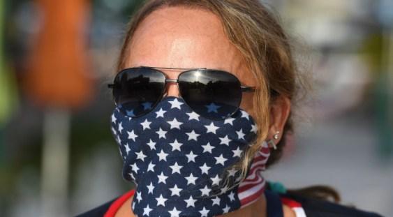 Americanii complet vaccinați pot renunța la mască și distanțare socială și în aer liber, și în spațiile închise