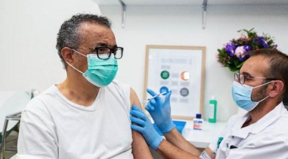 """Directorul general al OMS s-a vaccinat împotriva Covid-19: """"Vaccinurile salvează vieți"""""""