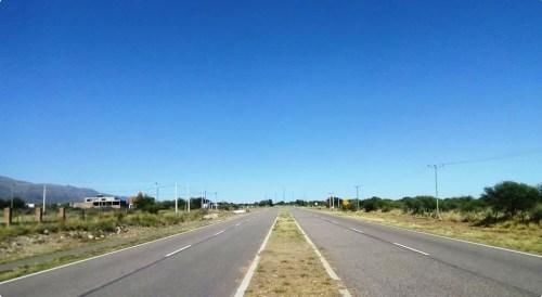 Frente de la propiedad. Autopista,