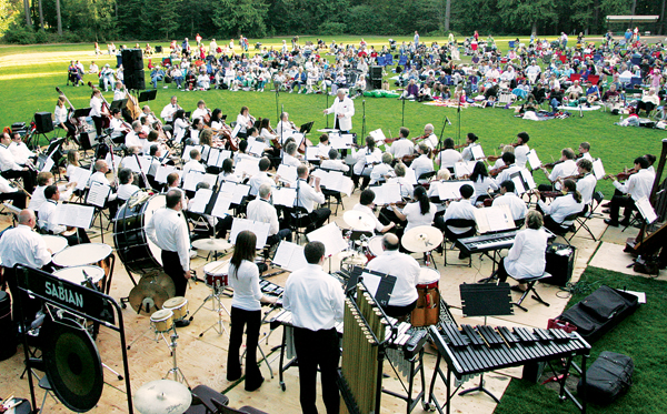 The Sammamish Symphony Orchestra performs at Pine Lake Park (Photo: The Issaquah Press)