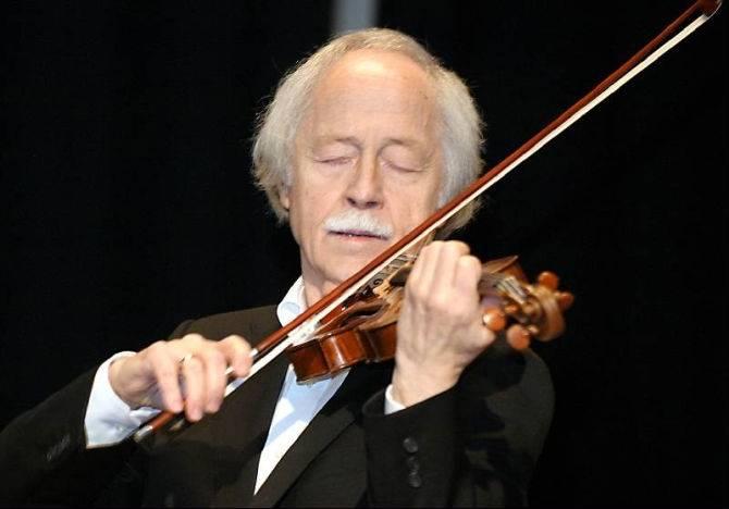 Violinist Karl-Ove Mannberg (Photo: Tomas Larsson)