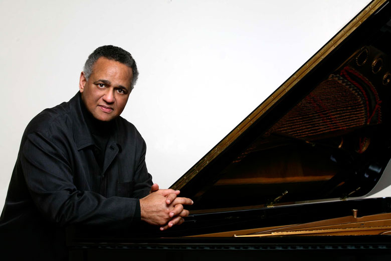 Pianist André Watts (Photo: Steve J. Sherman)