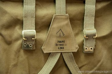 trw500-pannier-bags-and-y-staps