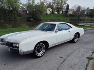 Seller of Classic Cars  1967 Buick Riviera (Arctic WhitePlum)