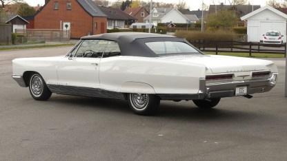 Pontiac Bonneville Cab 1966 (7)