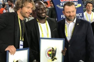Diego Lugano (left) with Stephen Appiah (middle)