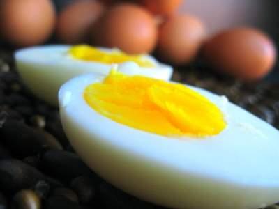 Peel Eggs Easily