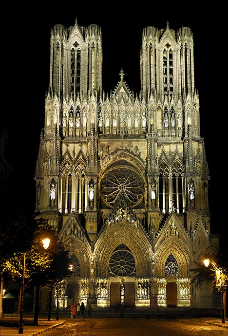 facade-et-ancien-parvis-cathedrale-de-reims