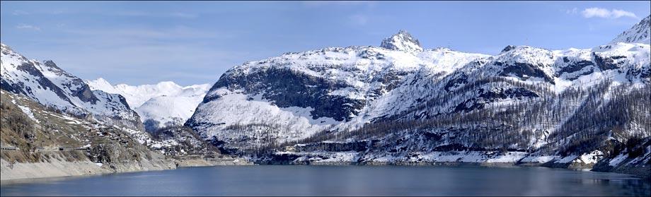 Tignes : le lac du Chevril ( barrage de Tignes )