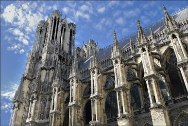 les-anges-gardiens-de-la-cathedrale-de-reims