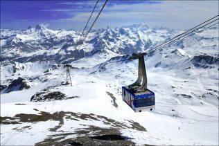 Téléphérique vers le glacier de la Grande Motte, à 3100 m