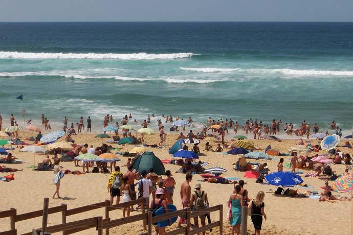La plage landaise bien peuplée