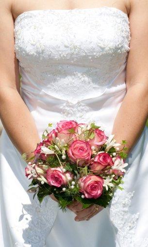 Claudia mit dem Brautstrauss