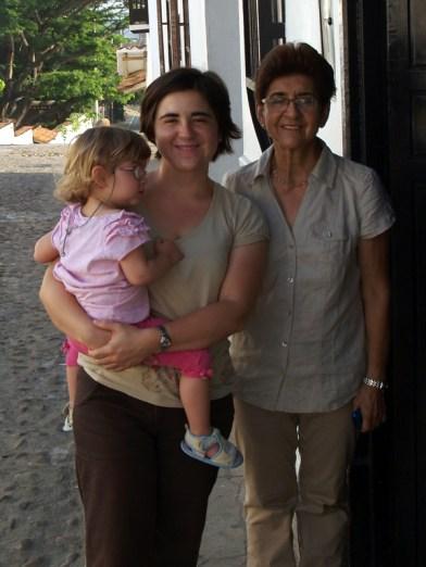 Laura Maria, Claudia und Grossmutter Ana Dilia