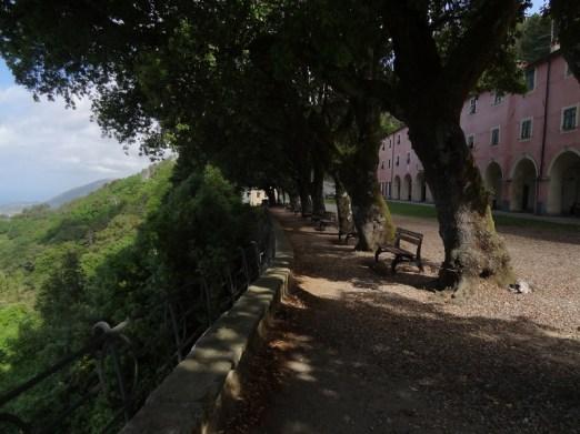 Kloster hoch über Monte Rosso Al Mare