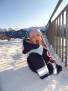 Laura Maria zum ersten mal im Schnee