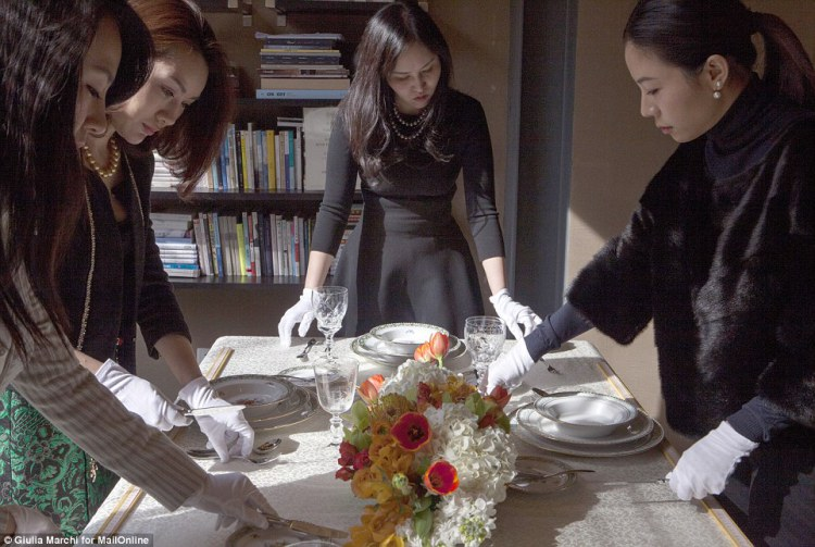 china-etiquette_the_students_of_institute_sarita_in_beijing_are_taught-a-16_amenimario-wordpress-1