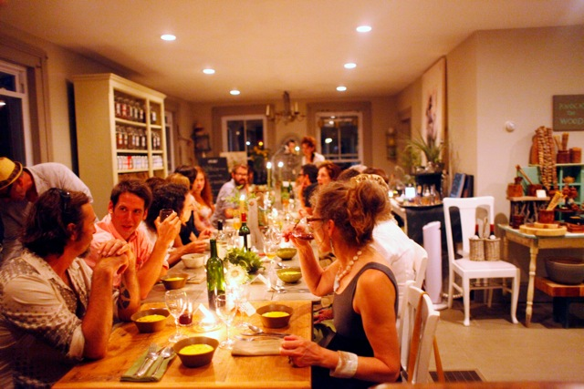 Blog-Couple-dinner-at-home